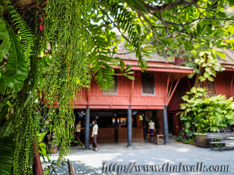 The jim thompson house thai walk for The thompson house