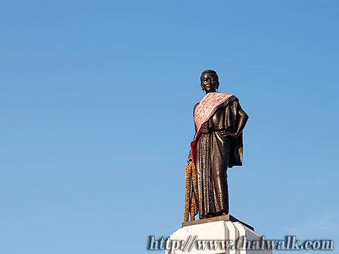 Thao Suranari Monument Part.1