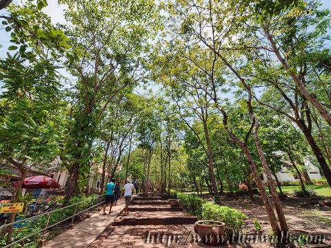 Phanom Rung - the walkway (this is the way to the entrance)