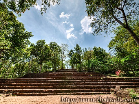 Phanom Rung - the walkway (the stairs to the waklway)