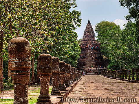 Phanom Rung - the walkway (sandstone posts)