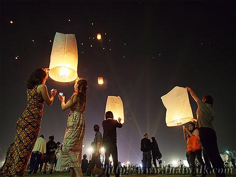 Khom Loy (Sky Lantern) in Bangkok No.01