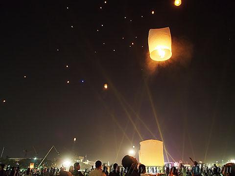 Khom Loy (Sky Lantern) in Bangkok No.10