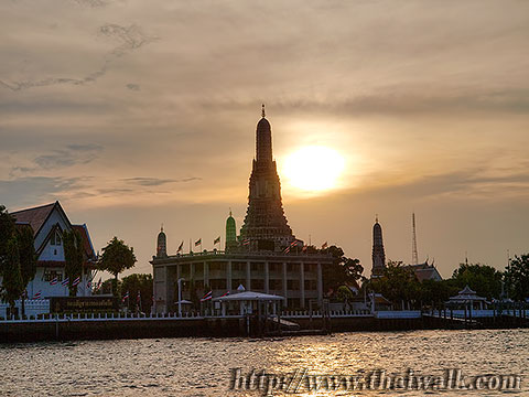 Wat Arun - The view across the Chao Phraya river No.01