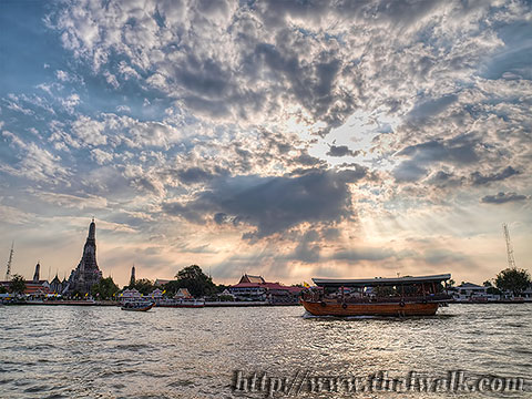 Wat Arun - The view across the river No.04