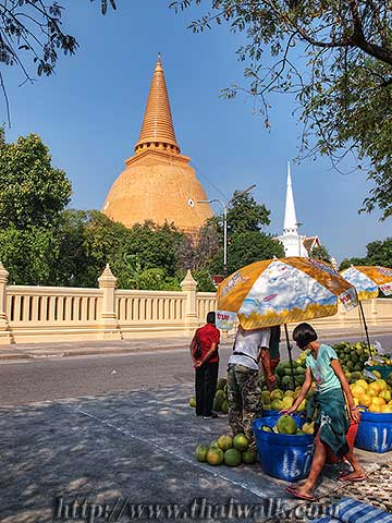 Phra Pathom Chedi - just outside No.03