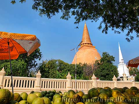 Phra Pathom Chedi - just outside No.04