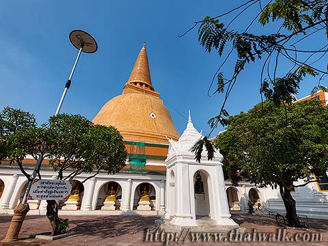 Phra Pathom Chedi - just outside No.07