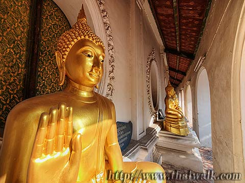 Phra Pathom Chedi - just outside No.08