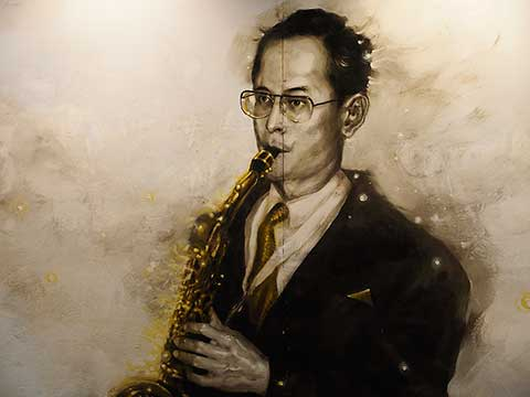 King Bhumibol Adulyadej - the wall painting (1)