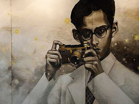 King Bhumibol Adulyadej - the wall painting (4)
