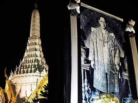 King Bhumibol Adulyadej - the picture at City Pillar(2)